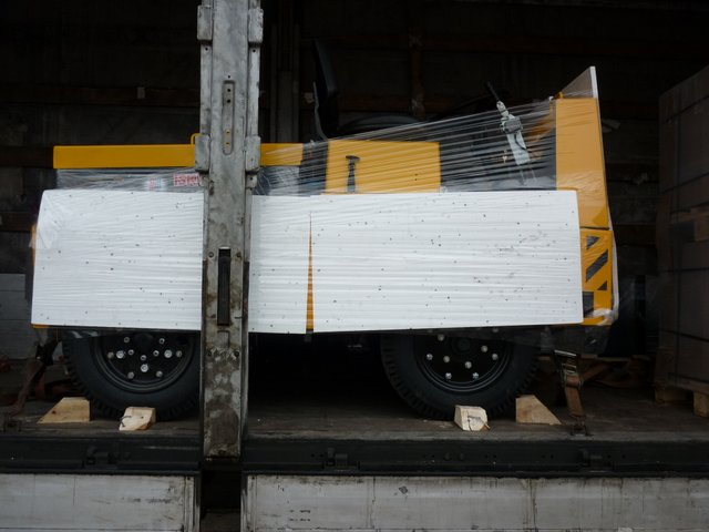 Платформенные тележки и тягачи от компании Элхим-искра