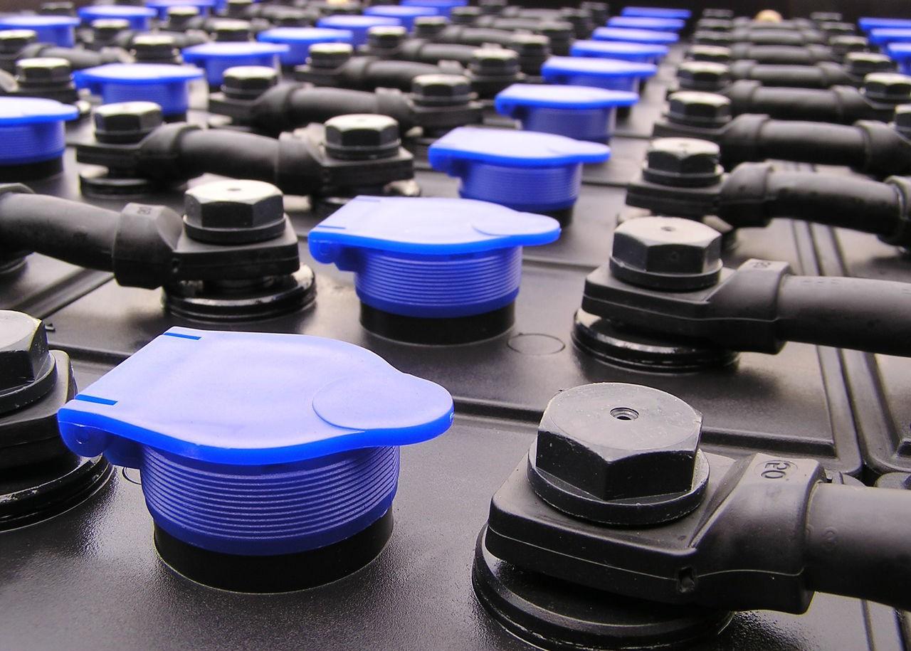 Популярные вопросы о тяговых аккумуляторах для погрузчиков - картинка akb-dlya-pogruzchika